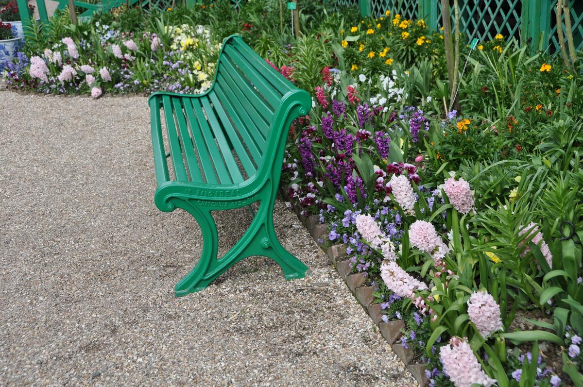 bench-hyacinths
