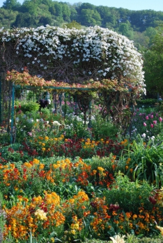 giverny-gardeners.jpg