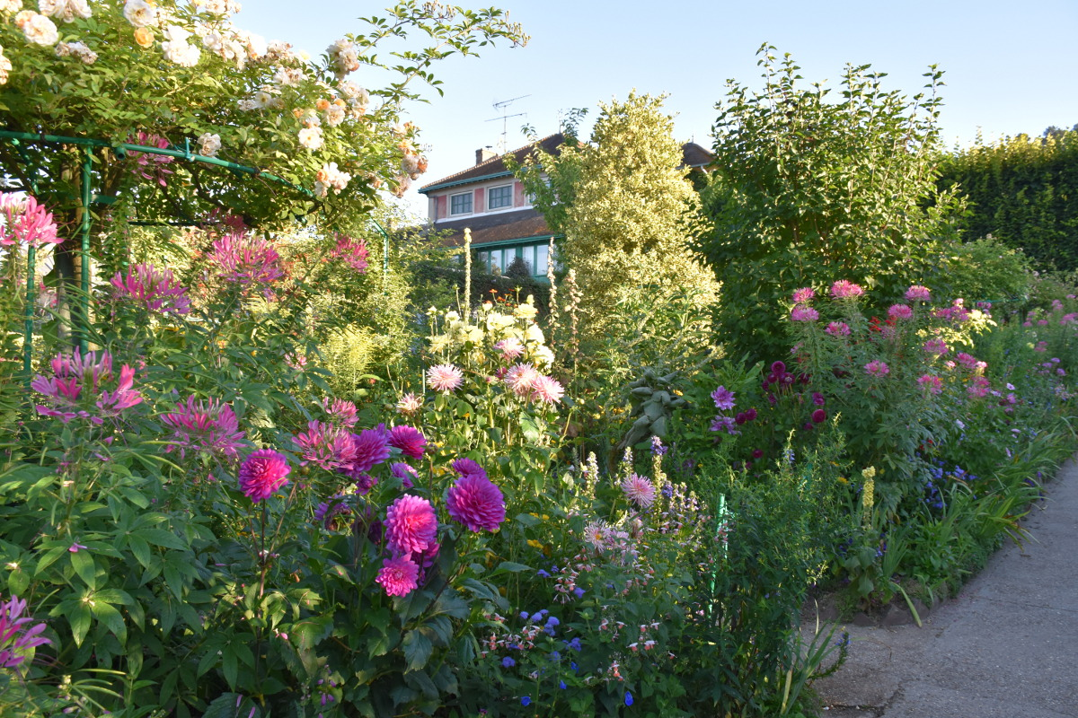 pink-alley-giverny