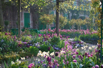 giverny-facebook