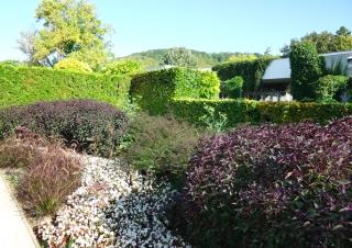 mdig-black-garden