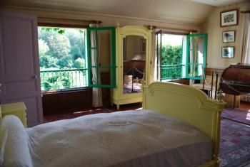 monets-bedroom.jpg